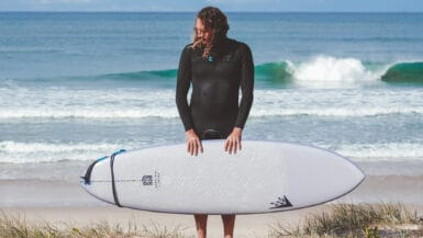 epoxy surfboards pros and cons v firbreglass pu surfboard surfing guide